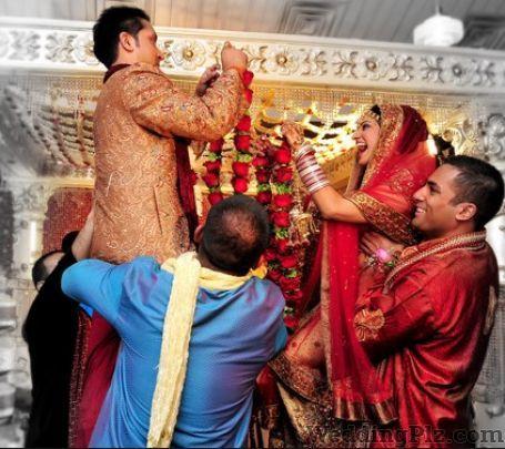 Aggarwal Studios Photographers and Videographers weddingplz