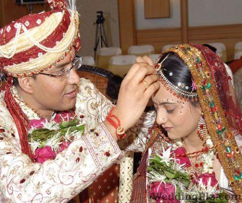Bhatia Photo Services Photographers and Videographers weddingplz