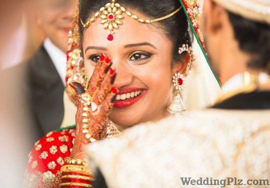 Sanjay Music World Photographers and Videographers weddingplz