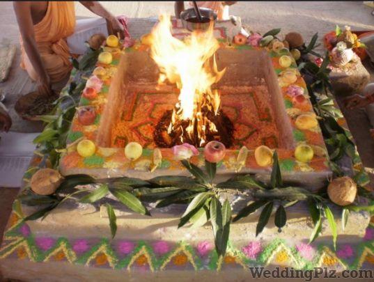 Acharya Manoj Kumar Shukla Pandits weddingplz