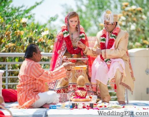 Dharma Acharya Puroohit Pandits weddingplz