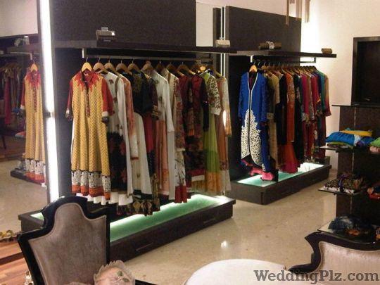 Changing Room Wedding Lehnga and Sarees weddingplz
