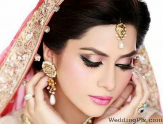 Modern Looks Beauty Parlours weddingplz