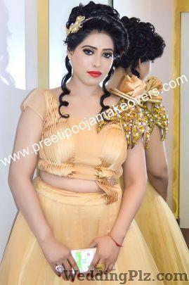 Preeti and Pooja Makeovers Makeup Artists weddingplz