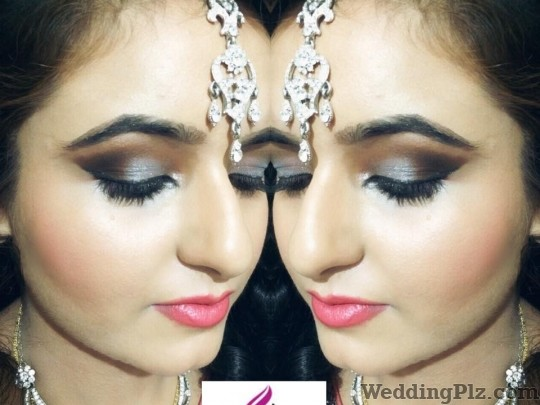 Manmeet Matharu Makeup Artist Makeup Artists weddingplz