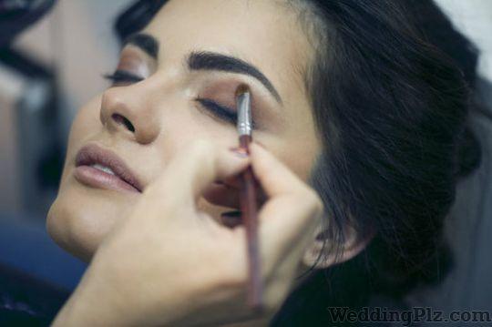 Sarrah Mukadam Makeup Artists weddingplz