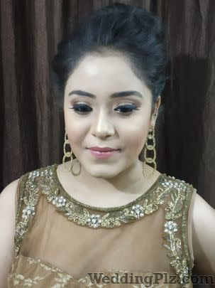 Aura Makeovers Makeup Artists weddingplz