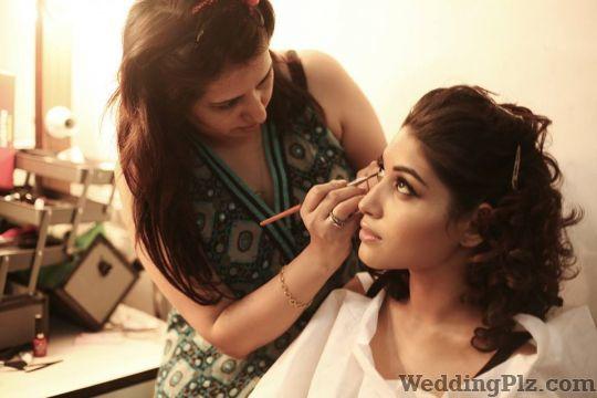 Taniyaa Khanna Makeup Artists weddingplz