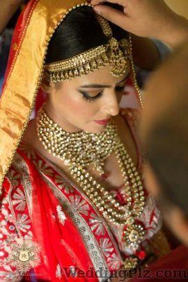 Gunjan Bhardwaj Makeovers Makeup Artists weddingplz