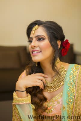 Rashmeet Kaur Makeovers Makeup Artists weddingplz