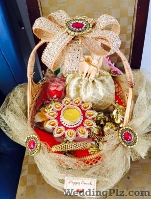 Trousseau Packing by Zehra Trousseau Packer weddingplz