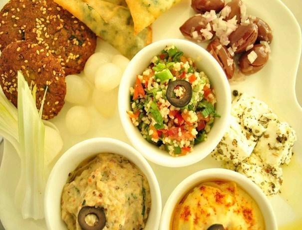 Aten Food Company Caterers weddingplz