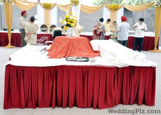 Roses and Petals Flower Decoration Caterers weddingplz