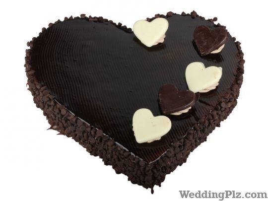 Monginis Wedding Cake